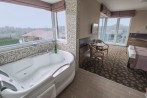 Exclusive camer� dubl� cu vedere panoramic�, jacuzzi
